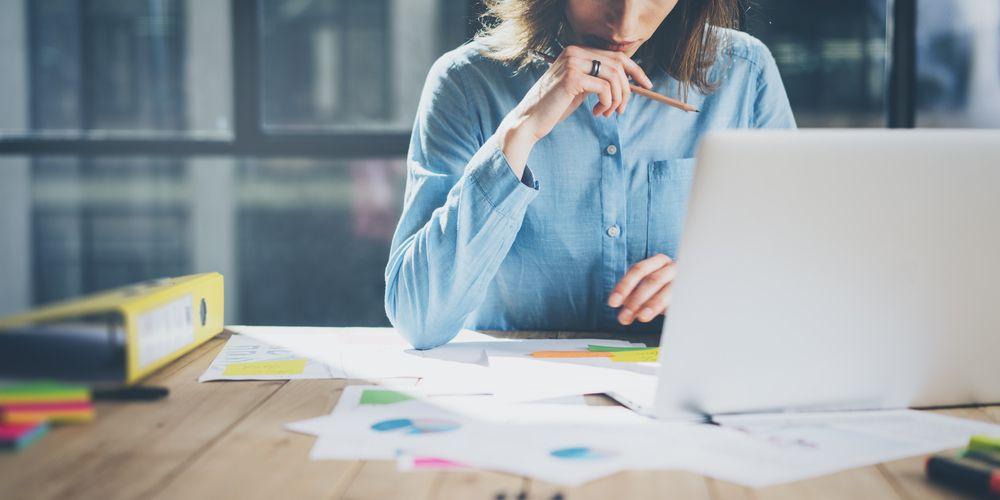 jonge vrouwen - vaker - vermoeid - door - werk
