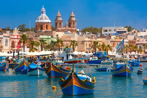 Water transportation, Boat, Gondola, Vehicle, Waterway, Tourism, Watercraft, Town, Sky, Vacation,