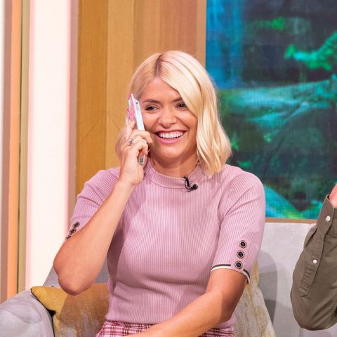 Holly Willoughby pink skirt