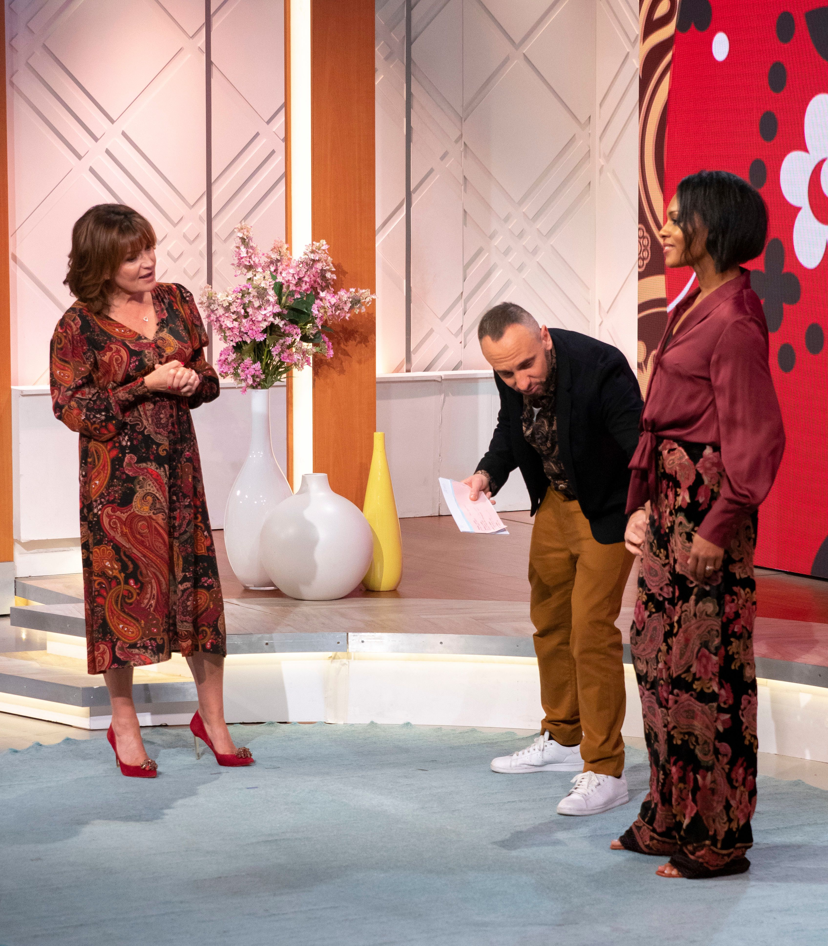 Lorraine Kelly gives fans a masterclass in how to wear paisley
