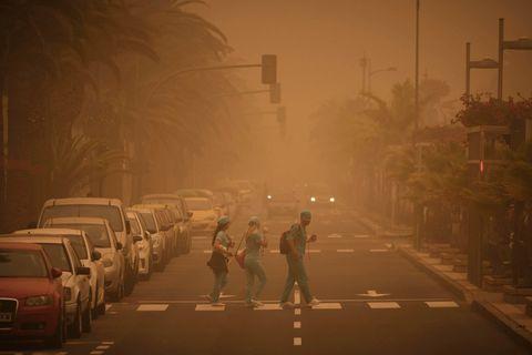 Atmospheric phenomenon, Dust, Fog, Haze, Mode of transport, Smoke, Mist, Thoroughfare, Night, Pollution,