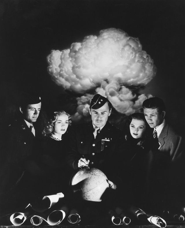 editorial use only no book cover usage mandatory credit photo by mgmkobalshutterstock 5872154c robert walker, audrey totter, brian donlevy, beverly tyler, tom drake the beginning or the end   1947 director norman taurog mgm usa scene still