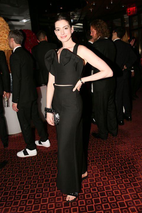 Clothing, Dress, Fashion, Event, Premiere, Little black dress, Flooring, Formal wear, Carpet, Haute couture,