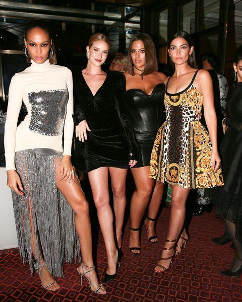 Clothing, Fashion model, Fashion, Dress, Cocktail dress, Shoulder, Event, Leg, Little black dress, Carpet,