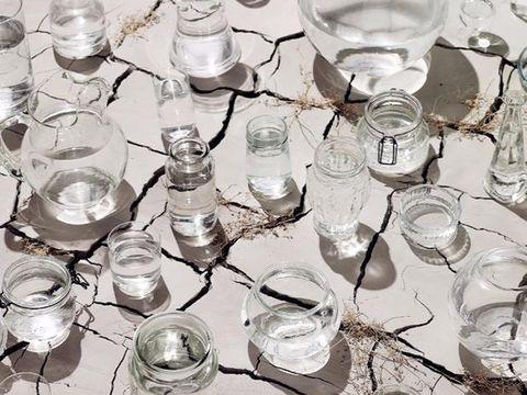 Sì, bere l'acqua al cumino fa sgonfiare la pancia (e nessuno ce l'aveva mai detto)
