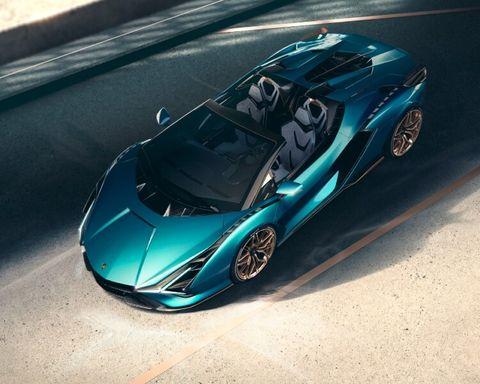 義大利超跑品牌藍寶堅尼(lamborghini)在去年九月發表了品牌第一款油電跑車 sián,近期將sián機能、外型再提升,配上油電混合科技,推出品牌首款油電敞篷超跑「siàn roasdter」!