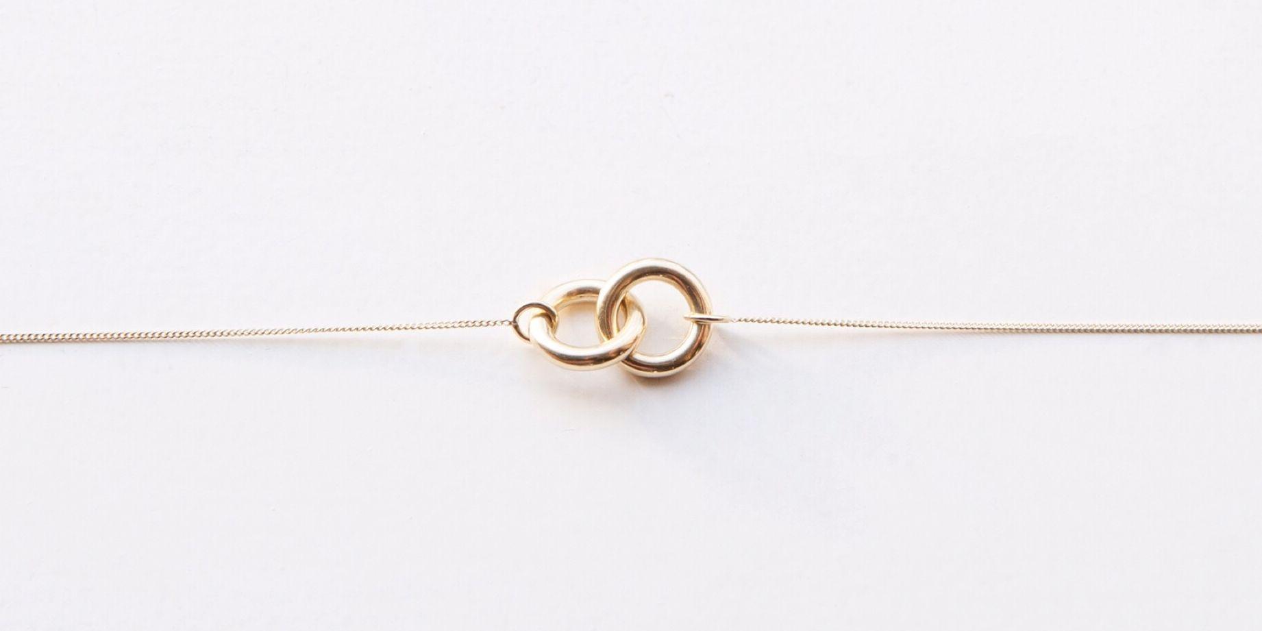 Sieradenmerk Nowa maakt sieraden die zijngemaakt van goud en zilver uit oude mobieltjes