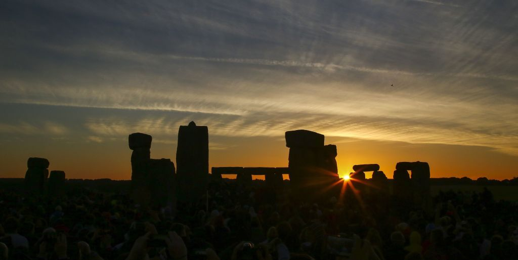 10 Pictures Of Summer Solstice Celebrations At Stonehenge