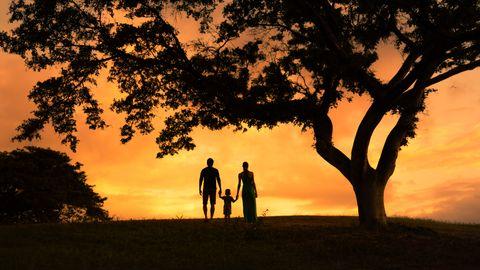 vader en moeder met kind