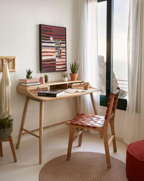 silla con asiento y respaldo de tiras de cuero