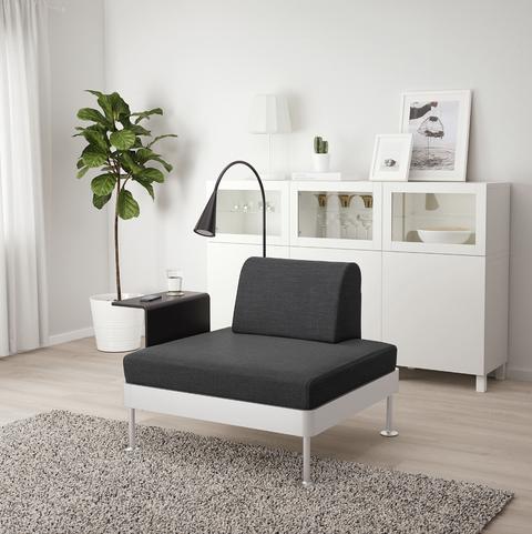 Sillón DELAKTIG con mesa auxiliarde IKEA