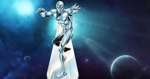 silver surfer sobre su tabla galactica plateada