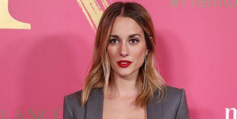 Silvia Alonso se atreve con el look más atrevido de la alfombra roja de los premios Mujer Hoy 2019