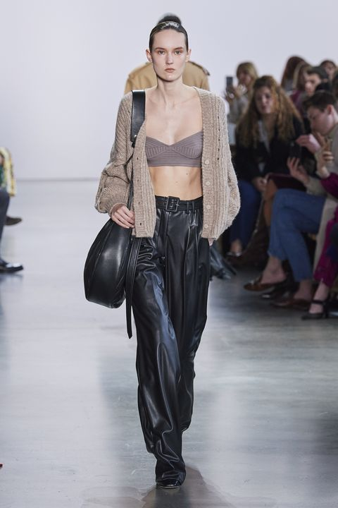 Fashion show, Fashion model, Runway, Fashion, Clothing, Public event, Shoulder, Waist, Human, Event,