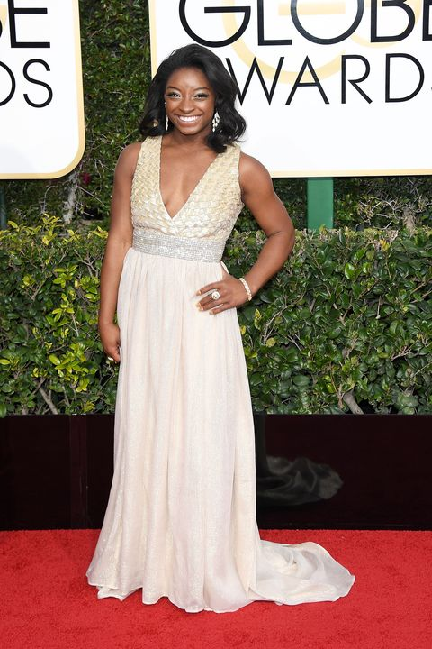 https://hips.hearstapps.com/hmg-prod.s3.amazonaws.com/images/simone-biles-golden-globes-2017-1483921925.jpg?crop=1xw:1xh;center,top&resize=480:*
