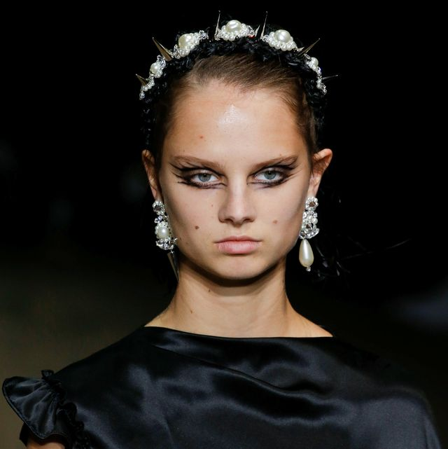Hair, Fashion model, Fashion, Hairstyle, Eyebrow, Beauty, Lip, Haute couture, Shoulder, Chin,