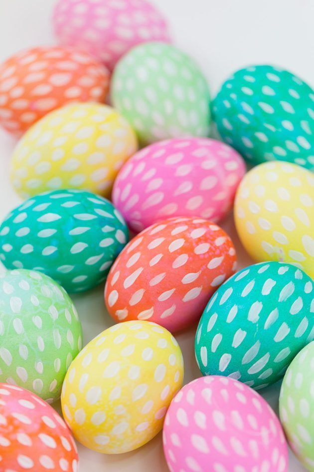 26 Creative Ways To Dye Easter Eggs Cool Easter Eye Dye Ideas