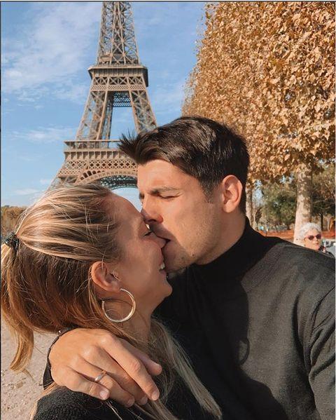 Interaction, Love, Forehead, Honeymoon, Fun, Kiss, Romance, Neck, Photography, Gesture,