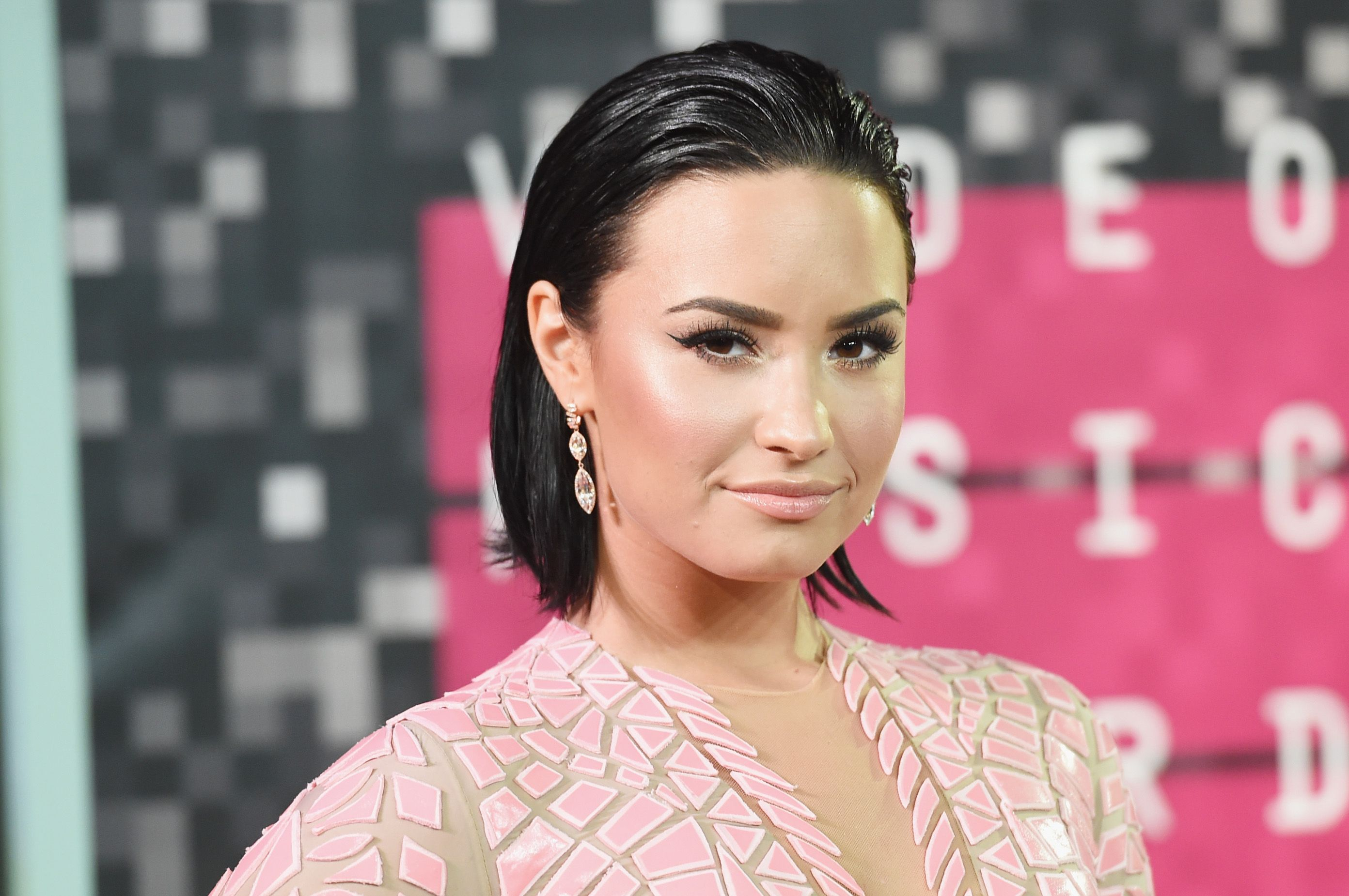 Demi Lovato Shares Her First Makeup-Free Selfie in Years