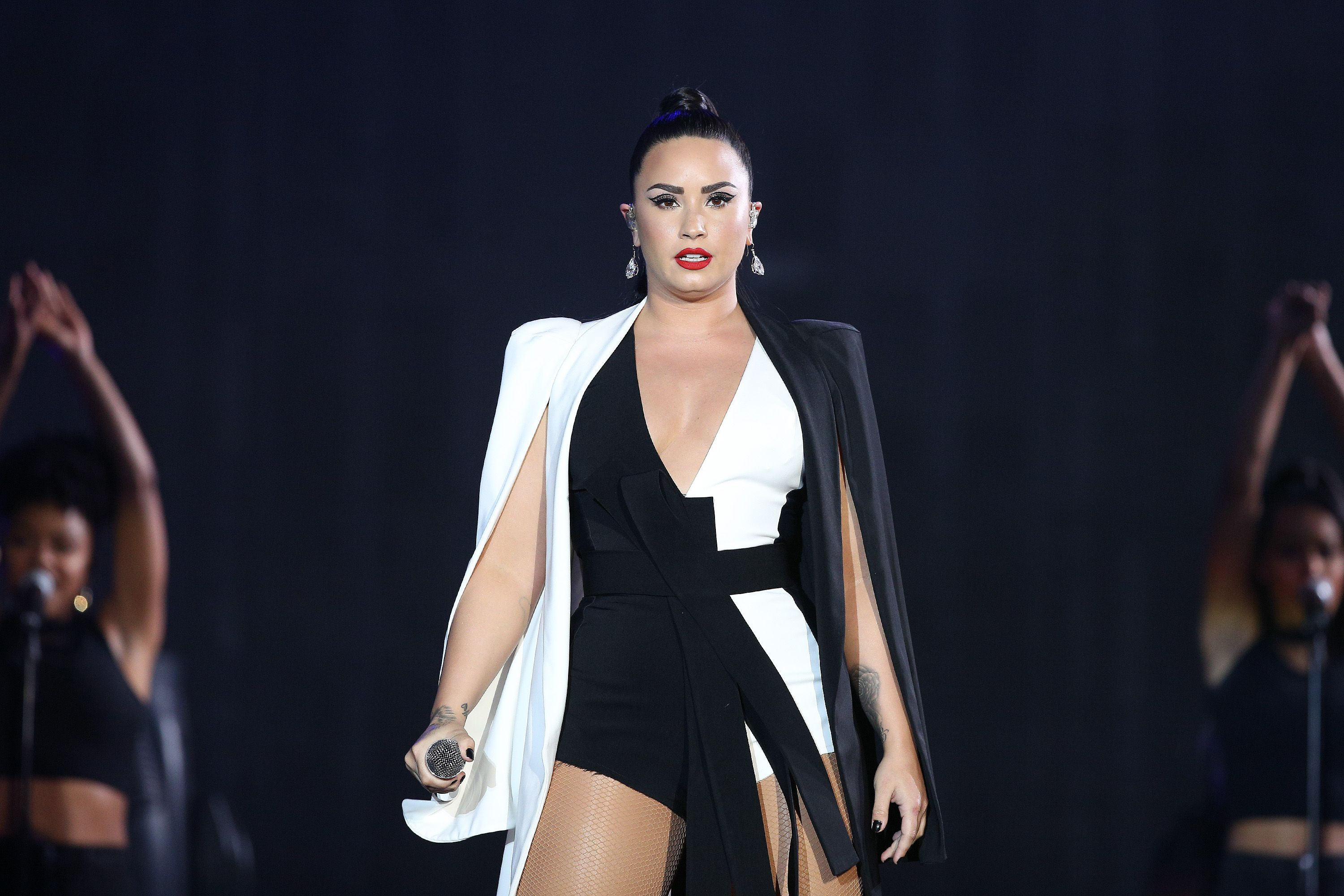 What Is Demi Lovato S Net Worth How The Singer Makes Her Money
