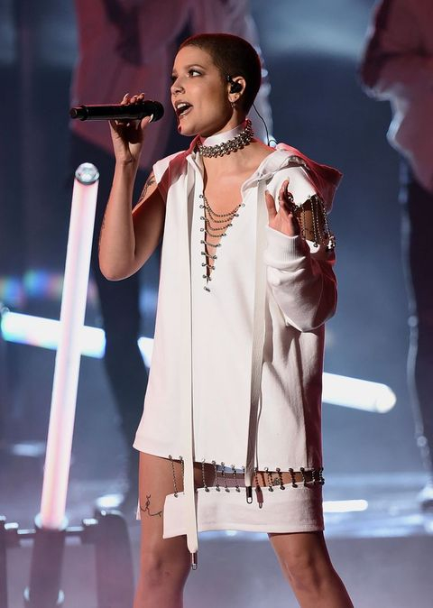 Performance, Entertainment, Music artist, Singer, Singing, Performing arts, Music, Fashion, Public event, Talent show,