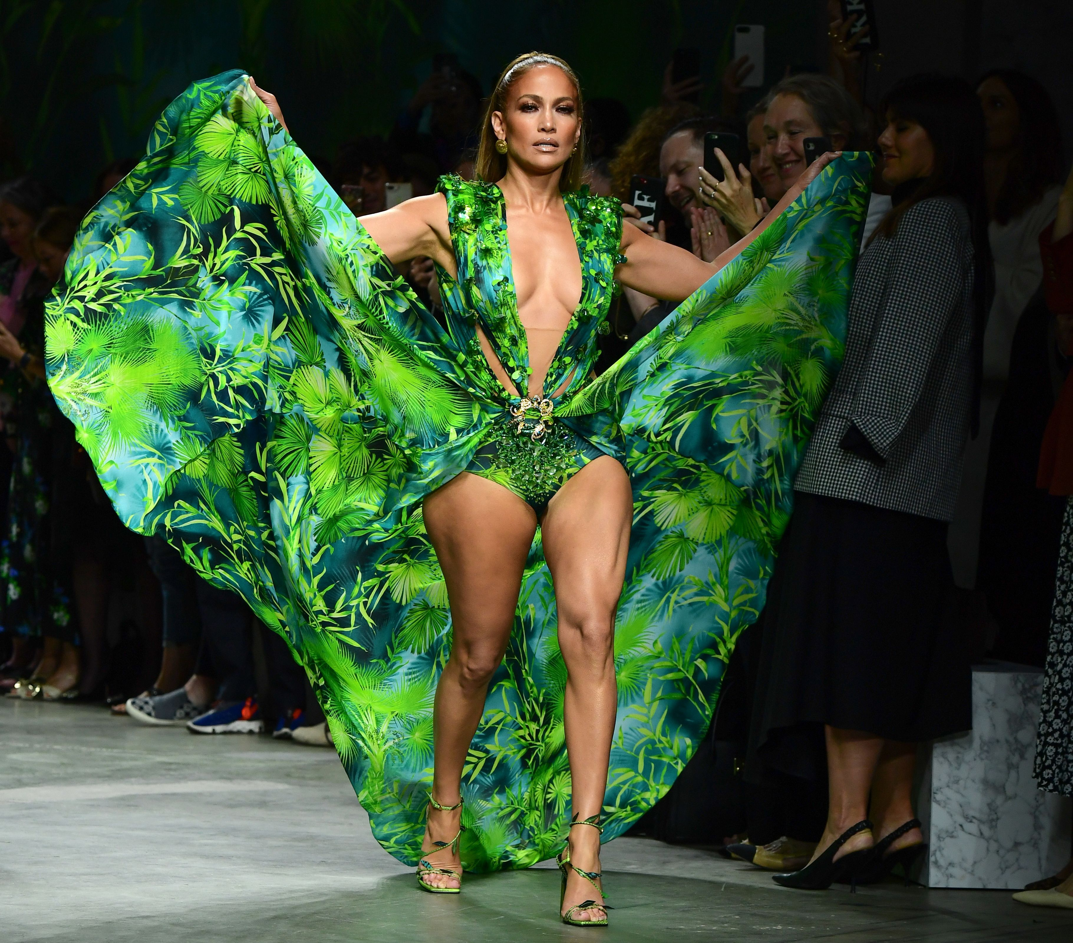 Buy Jlo Versace Kleid Cheap Online