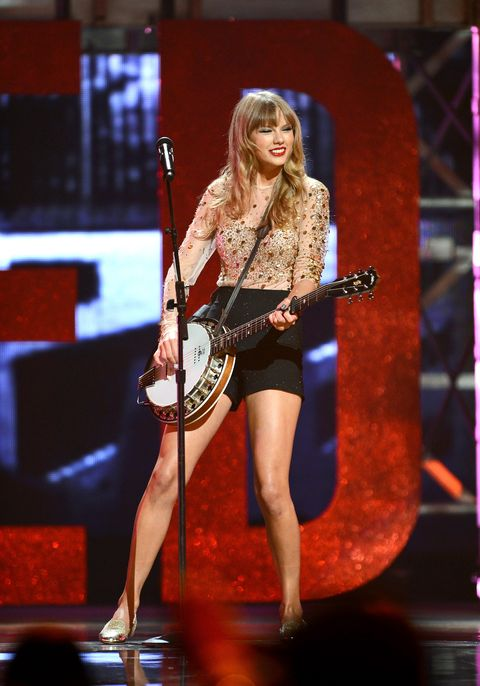 taylor swift performing songs from red in 2012