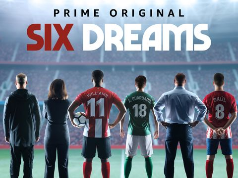 los protagonistas de six dreams posan de espaldas