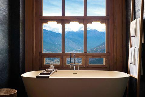 Room, Property, Bathroom, Bathtub, Window, Interior design, Building, Sky, Suite, House,