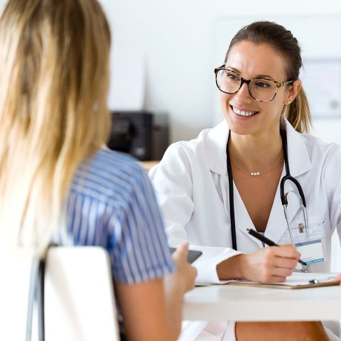Female doctor explaining diagnosis to her patient.