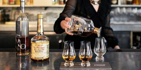 Drink, Liqueur, Distilled beverage, Alcoholic beverage, Alcohol, Tennessee whiskey, Whisky, Barware, Blended whiskey, Bartender,
