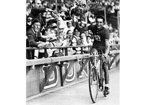 Bicycle tire, Bicycle wheel, Bicycle frame, Wheel, Bicycle wheel rim, Bicycles--Equipment and supplies, Bicycle handlebar, Bicycle part, Bicycle, Bicycle helmet,