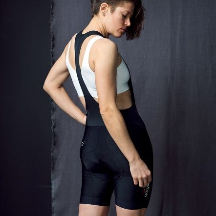 Shoulder, Elbow, Joint, Sleeveless shirt, Thigh, Knee, Active tank, Muscle, Undershirt, Tights,