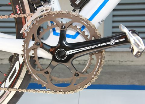 Mode of transport, Bicycle part, Crankset, Bicycle drivetrain part, Bicycle chain, Bicycle accessory, Bicycle, Transport, Bicycle frame, Groupset,