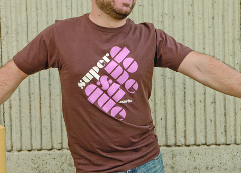 Skin, Sleeve, Shoulder, Standing, Joint, Chest, Magenta, Facial hair, T-shirt, Pink,
