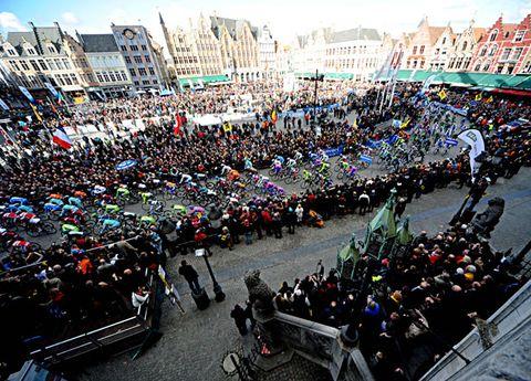 People, Crowd, City, Urban area, Metropolis, Human settlement, Town square, Parade, Festival,