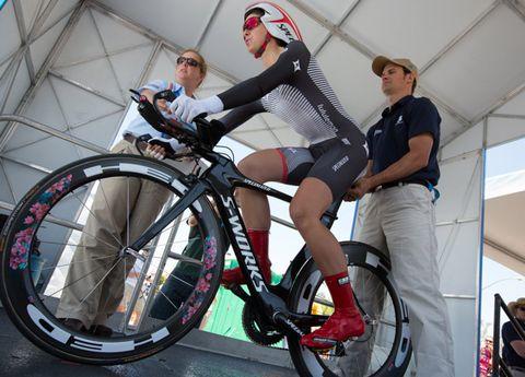 Bicycle tire, Tire, Wheel, Bicycle wheel rim, Bicycle frame, Bicycle wheel, Shoe, Bicycle fork, Spoke, Bicycle part,