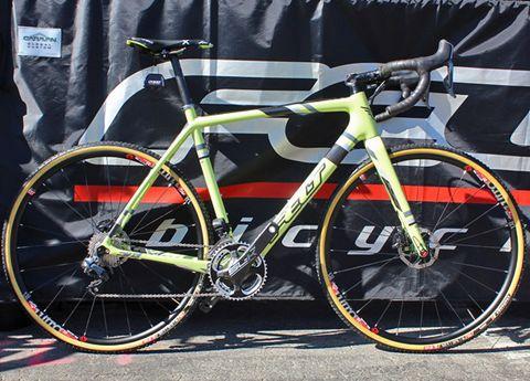 Bicycle tire, Bicycle frame, Tire, Bicycle wheel rim, Bicycle wheel, Bicycle fork, Bicycle part, Bicycle handlebar, Spoke, Bicycle,