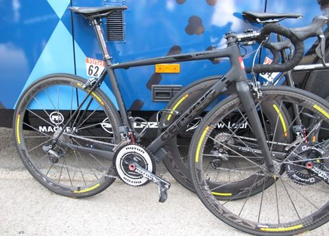 Bicycle tire, Tire, Wheel, Bicycle wheel, Bicycle frame, Bicycle wheel rim, Mode of transport, Bicycle part, Bicycle fork, Land vehicle,
