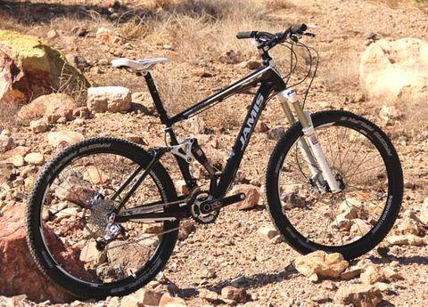 Tire, Bicycle tire, Wheel, Bicycle wheel, Bicycle frame, Bicycle wheel rim, Bicycle fork, Bicycle part, Spoke, Bicycle,