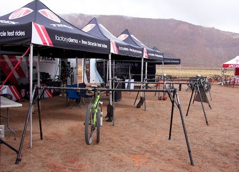 Soil, Mountain range, Sand, Tent, Shade, Bicycle tire, Ridge, Canopy, Bicycle, Bicycle wheel rim,