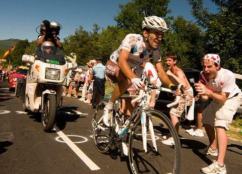 Tire, Wheel, Bicycle wheel rim, Bicycle wheel, Land vehicle, Bicycle tire, Helmet, Bicycle frame, Bicycle helmet, Bicycles--Equipment and supplies,