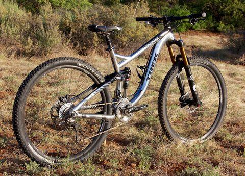 Bicycle tire, Tire, Bicycle frame, Bicycle wheel, Wheel, Bicycle wheel rim, Bicycle fork, Bicycle part, Bicycle, Spoke,