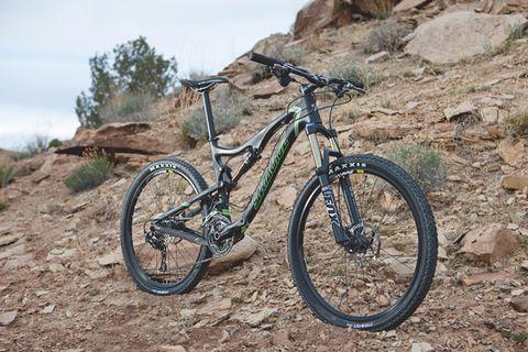 Bicycle tire, Bicycle wheel, Tire, Bicycle frame, Wheel, Bicycle fork, Bicycle wheel rim, Bicycle handlebar, Bicycle part, Spoke,