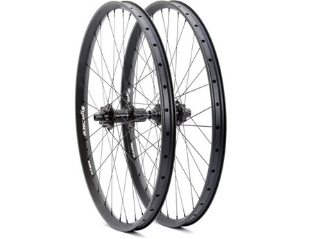 Bicycle wheel rim, Bicycle tire, Rim, Spoke, Bicycle wheel, Line, Synthetic rubber, Carbon, Grey, Circle,