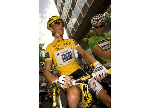 Eyewear, Bicycles--Equipment and supplies, Bicycle jersey, Bicycle handlebar, Vision care, Helmet, Bicycle helmet, Goggles, Personal protective equipment, Sports equipment,