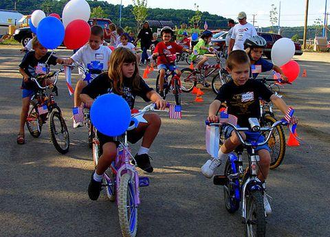 Tire, Wheel, Bicycle tire, Bicycle wheel, Bicycle handlebar, Bicycle, Recreation, Bicycle wheel rim, Bicycle frame, Bicycle part,