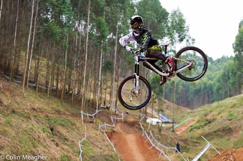 Clothing, Tire, Bicycle frame, Bicycle wheel, Wheel, Mountain bike, Mountain biking, Downhill mountain biking, Bicycle, Cross-country cycling,