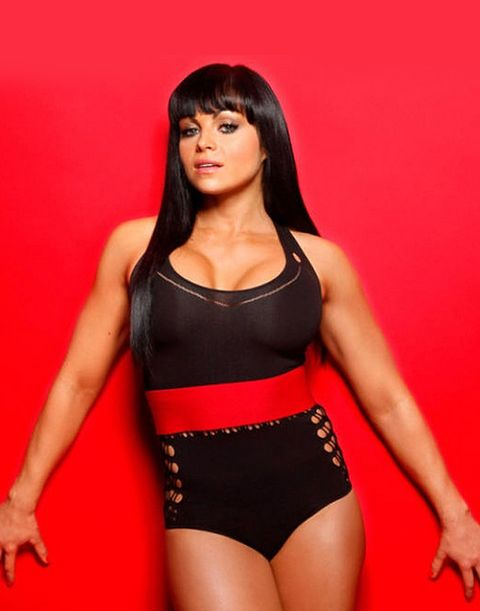 MH-women-kiss-ass-slideshow-aksana.jpg