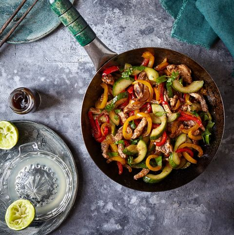Slimming World stir fry with chicken and cucumber